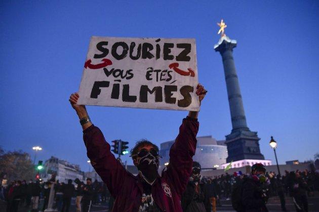 У Франції — протести проти законопроекту, що передбачає кримінальну відповідальність за зйомку правоохоронців «з метою завдати їм шкоди»