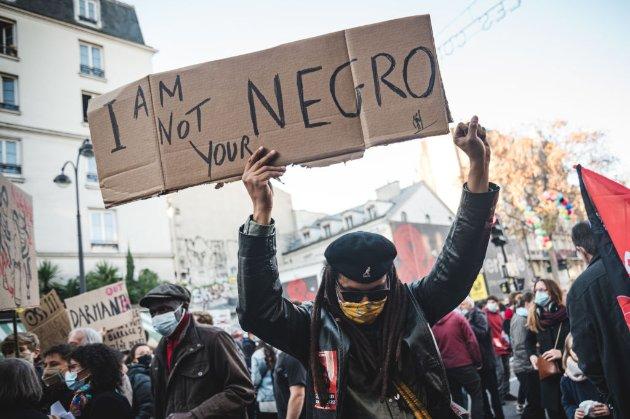 У Франції офіційно розслідують побиття чорношкірого продюсера паризькими поліцейськими