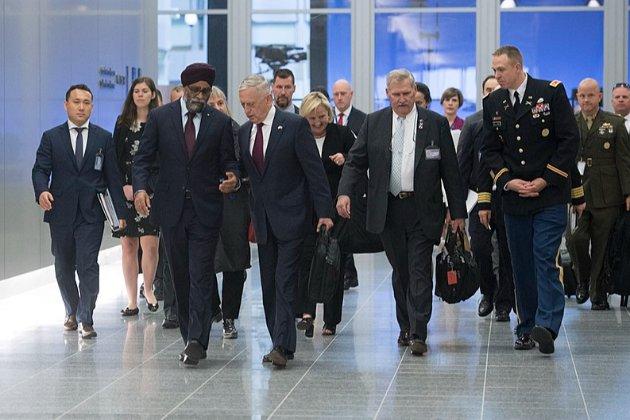 Міністри країн НАТО обговорять з Україною безпеку в районі Чорного моря, заявив Столтенберг