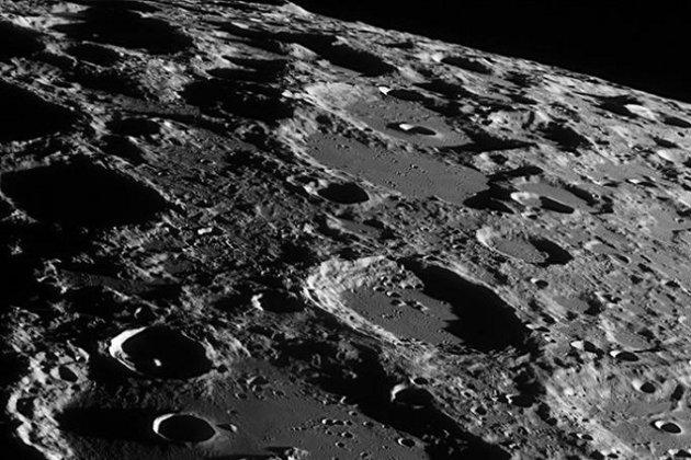 Космічний прорив. Китайський модуль успішно дістався Місяця для забору ґрунту