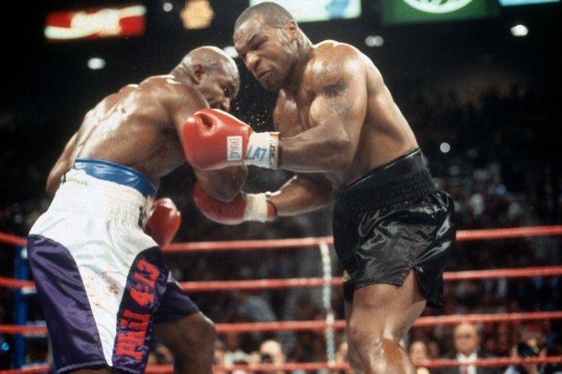 «Я готовий». Легендарний американський боксер кинув виклик Тайсону