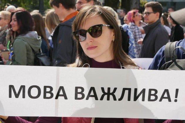 Уряд зобов'яже сферу обслуговування перейти винятково на українську мову з 16 січня