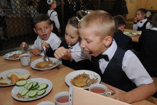 З 1 січня дітей загиблих військових годуватимуть безкоштовно