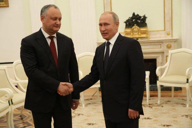 Президент Молдови хоче підписати закон про російську мову до інавгурації Санду