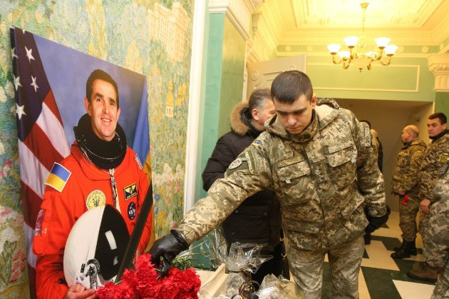 У Києві відкрили пам'ятник першому космонавту незалежної України Каденюку