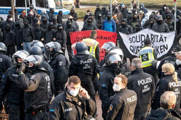 Німецька поліція розігнала заборонену демонстрацію противників жорсткого карантину