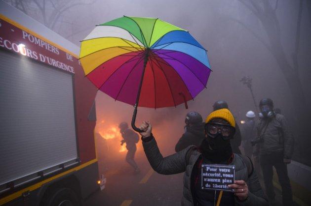 «Макрон, досить!». Францію сколихнула хвиля протестів