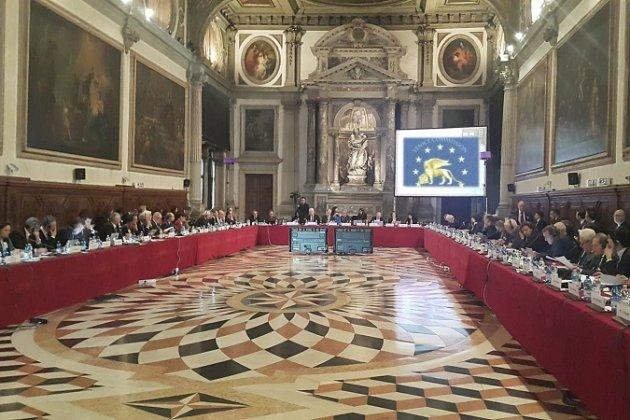 Венеційська комісія вважає рішення КСУ необгрунтованим, є невирішений конфлікт інтересів сторін