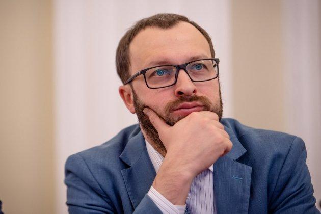 Ексочільник ДФС незаконно нарахував собі премію у 1000% посадового окладу — ОГП