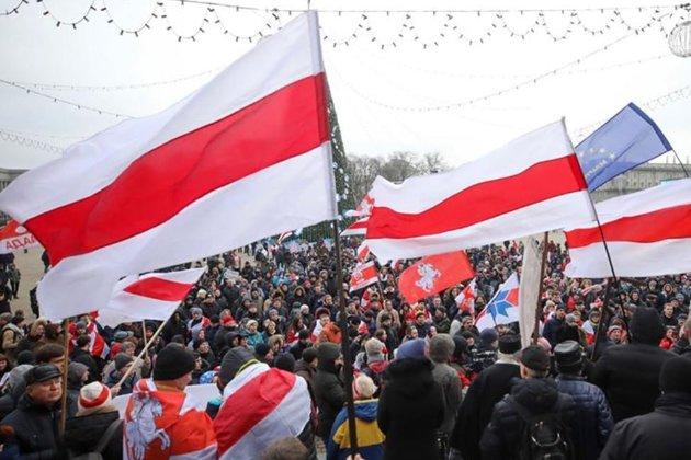 Лукашенко vs народ. У Білорусі люди вийшли на марші проти режиму «президента»