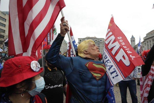 У США противники та прихильники Трампа вийшли на мітинги. Без сутичок не обійшлося