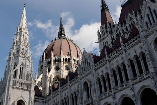 Угорські консерватори, хоч їхній діяч і прославився «гей-секс-вечірками», внесли у конституцію заборони щодо ЛГБТ
