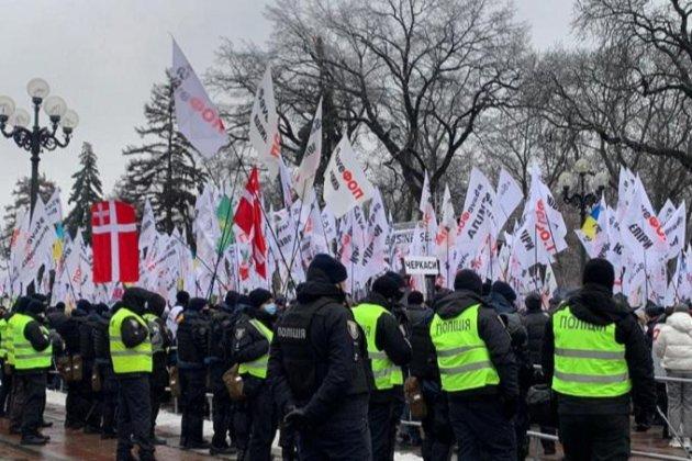 У Києві активісти протестують проти заборони підприємницької діяльності під час локдауну