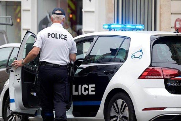 Поблизу Парижа озброєний чоловік захопив заручників. Є поранені