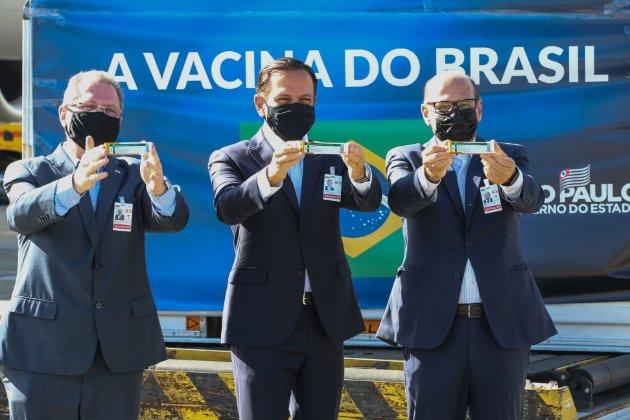 Вакцинуйся або терпи санкції. Верховний суд Бразилії визнав вакцинацію від COVID-19 обов'язковою