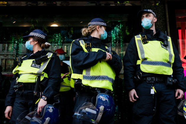 Великобританія терміново запровадила жорсткий карантин через новий штам коронавірусу