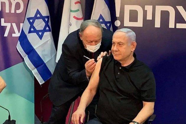 Прем'єр-міністр Ізраїлю першим в країні вакцинувався від COVID-19