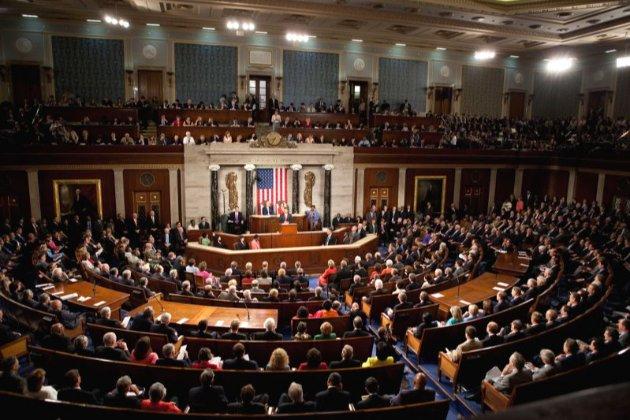 Конгрес США погодив $900 млрд державної допомоги економіці в умовах пандемії