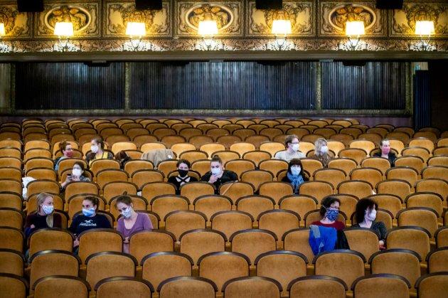 Порятунок митців. Зеленський підписав закон про зниження податків для музеїв, кінотеатрів і готелів