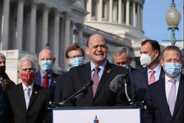 Трамп відмовився підписати законопроєкт, схвалений Конгресом, про $2,3 трлн допомоги й соцвиплати під час пандемії