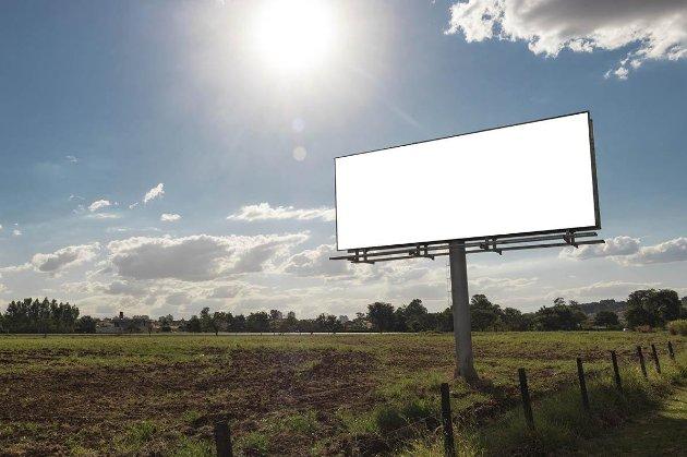 Заборонити білборди! Група народних депутатів пропонує обмежити рекламу на дорогах