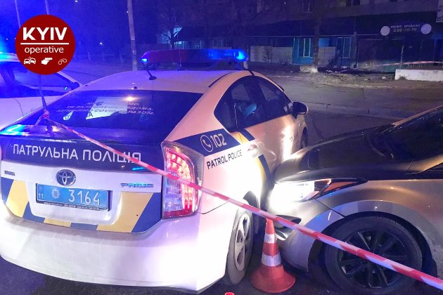 Нічні перегони й стрілянина. Патрульні в Києві наздоганяли водія-втікача й стріляли по його авто