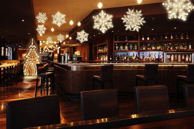 Кабмін дозволив ресторанам, кафе і барам у новорічну ніч працювати до сьомої ранку