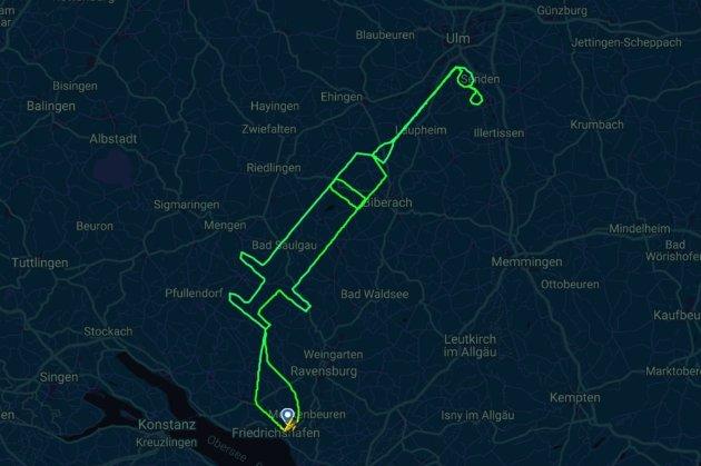 Жест підтримки. У Німеччині пілот «намалював» шприц у повітрі