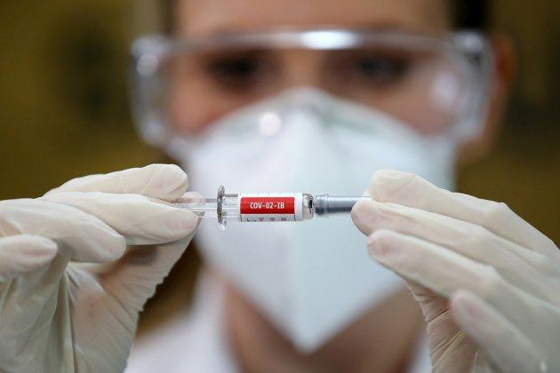 Суперечка про китайську вакцину. Sinovac і дешева, й проста в зберіганні. Але...