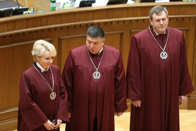 У КСУ заявили, що Зеленський ухвалив «юридично нікчемний» указ