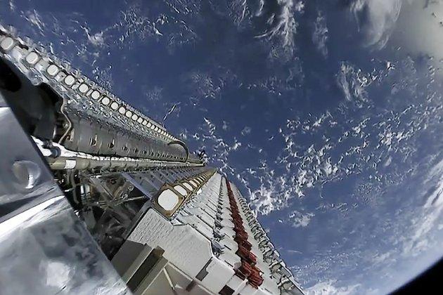 Маск вішає на супутники «козирки», аби ті не заважали астрономам