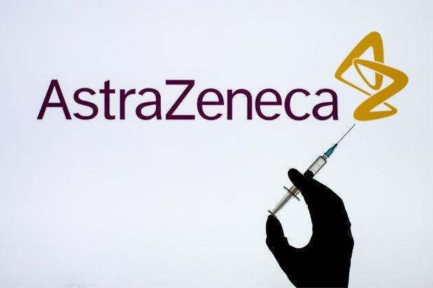 Великобританія першою в світі дозволила вакцину фірми AstraZeneca