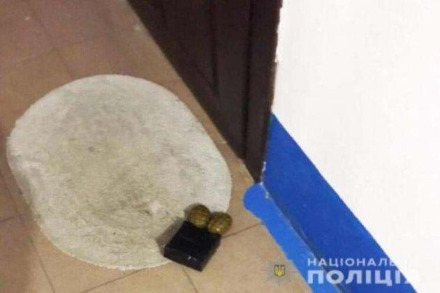 Шабунін наголосив, що його мамі підклали вибухівку під двері, щоб залякати його
