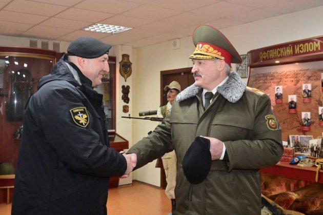 Лукашенко заявив, що він залишиться на посаді, поки «останній ОМОНівець» не скаже йому піти