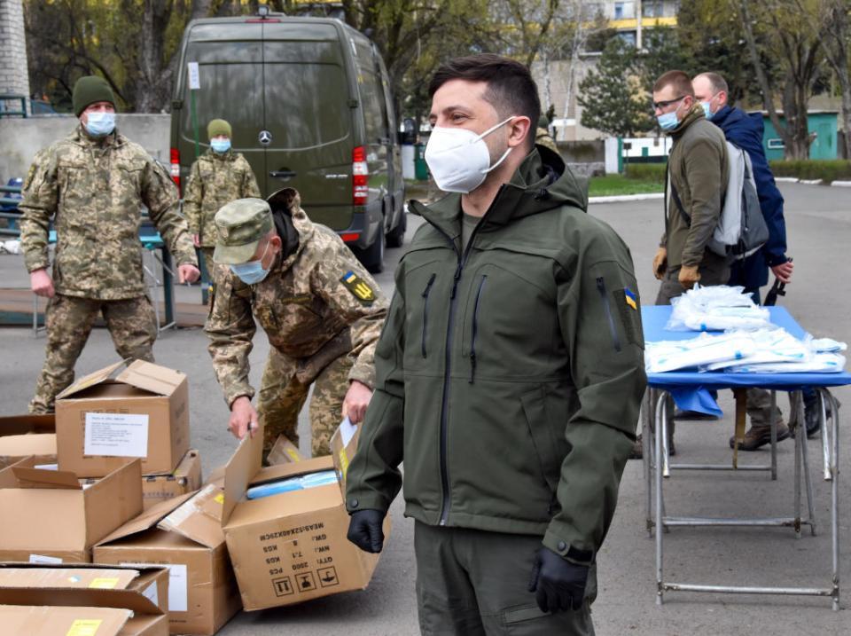 Володимир Зеленський неодноразово відвідував Донбас, але популярність його партії на Сході досить низька
