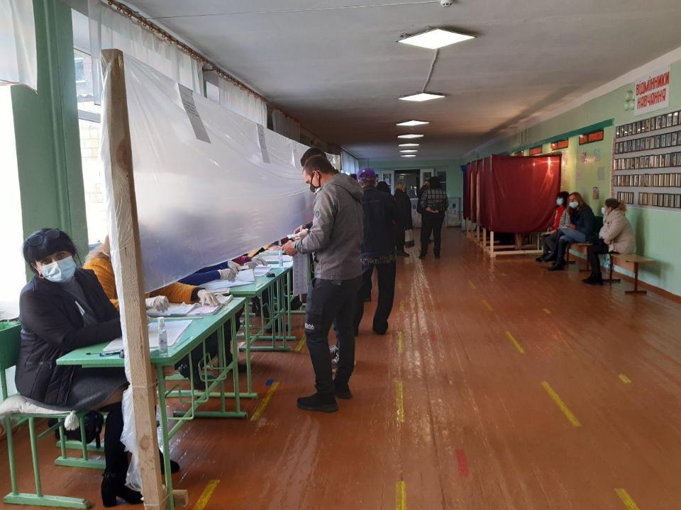 Ажіотажу на виборчих дільницях у Нових Санжарах не було