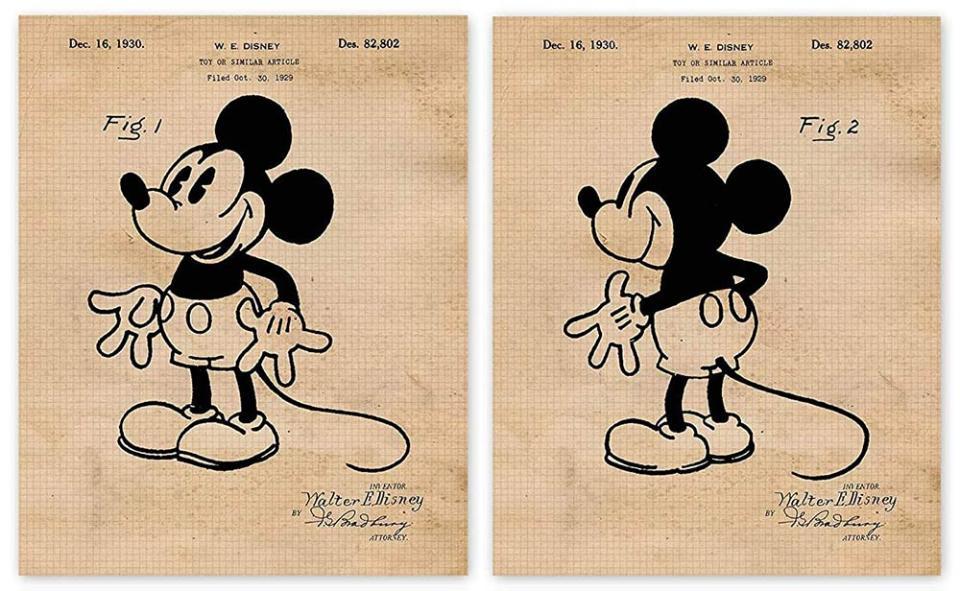 У грудні 1930 року Волт Дісней отримав патент на Міккі Мауса. Після промаху з кроликом Освальдом продюсер дуже прискіпливо ставився до захисту авторських прав