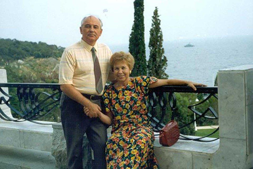 Михайло Горбачов з дружиною Раїсою відпочивають у Криму. 1988 рік