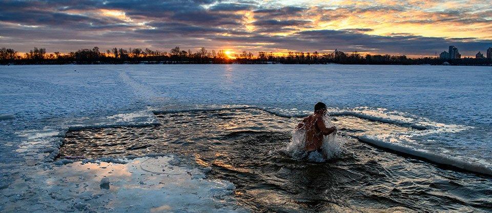 В річку — пірнати, в повітря — стріляти. Традиції святкування Водохреща 100 років тому