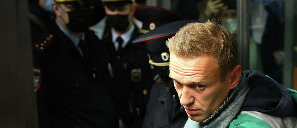 Як Ленін чи Мандела. Який Кремлю зиск від скандалу навколо повернення Навального до Москви