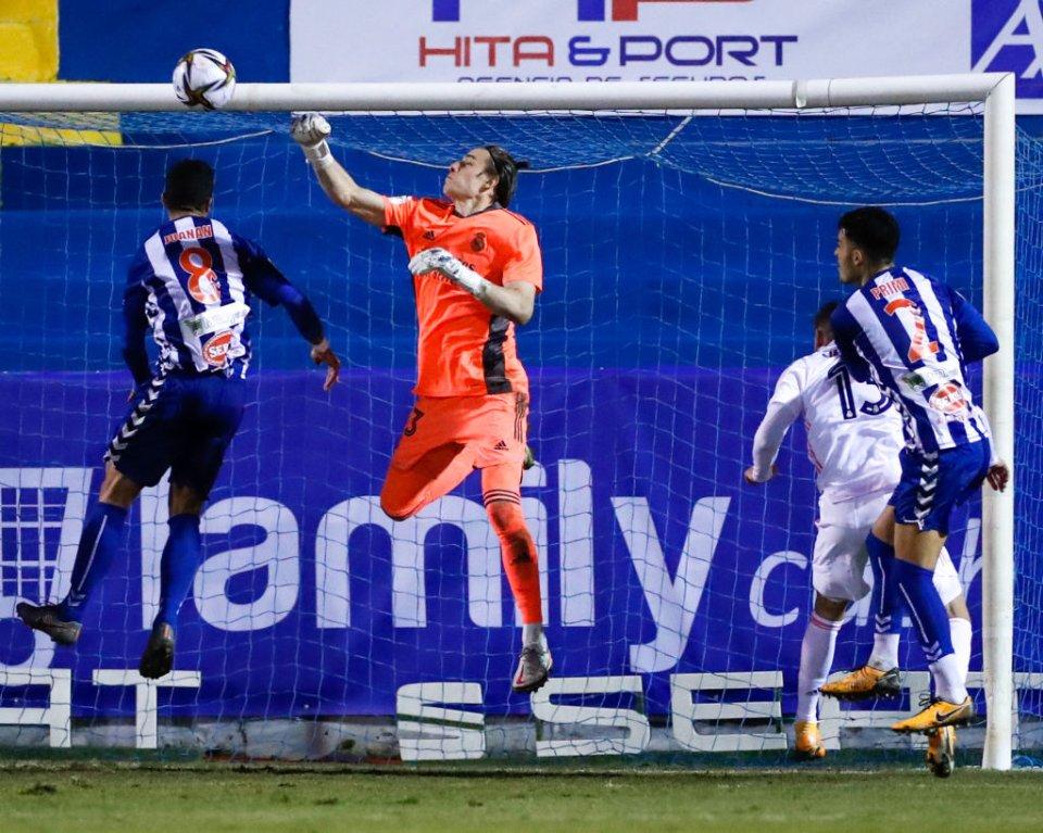 Суперники завдали по воротах Луніна п'ять ударів. Два стали голами / Getty Images