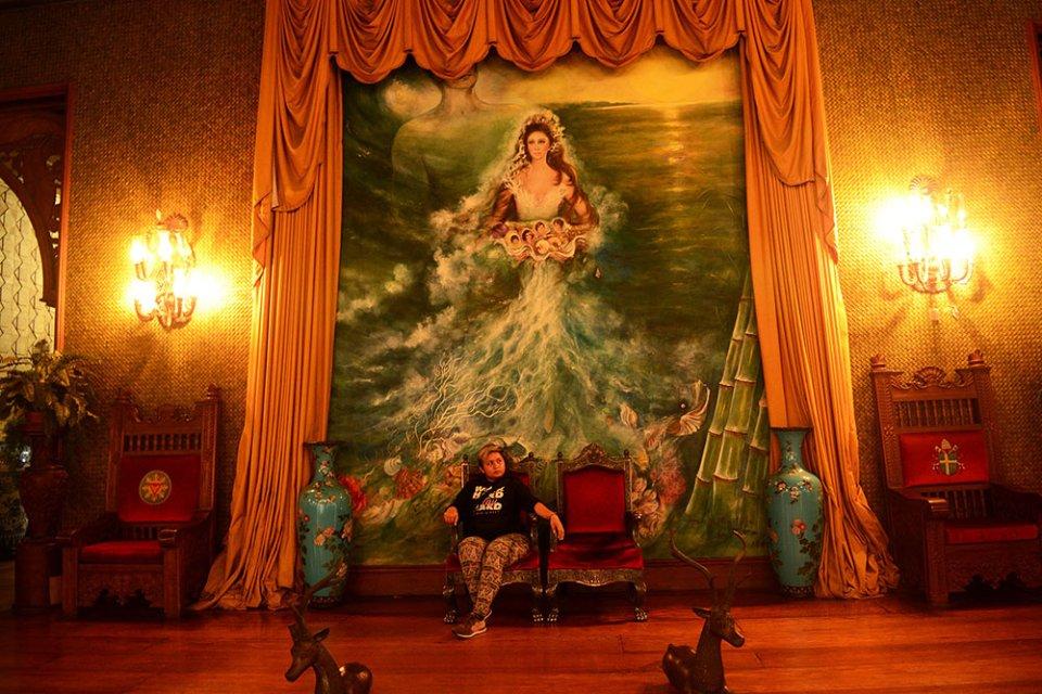 Фреска з Імельдою Марком в палаці «Санто Ніньо». Зараз там діє музей / Getty Images