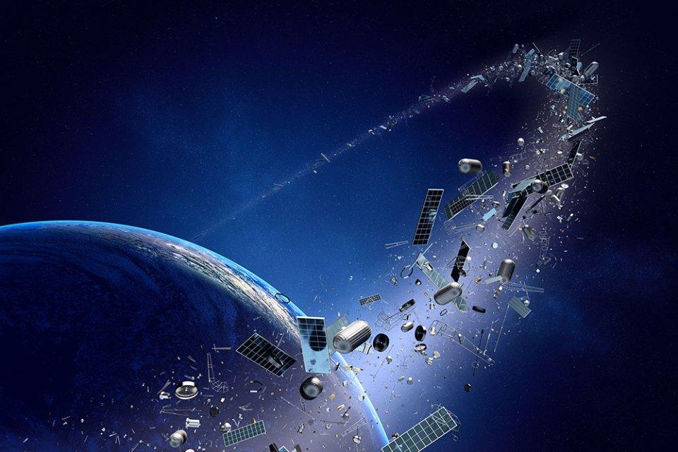 Середня тривалість життя апаратів, що обертаються навколо нашої планети, становить 10—15 років. Після цього вони фактично перетворюються на космічне сміття / GettyImages