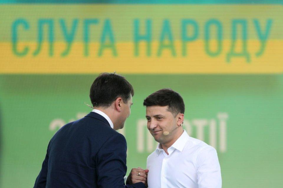 Зеленський став політиком завдяки Разумкову, але зараз останній намагається тримати дистанцію / Getty images