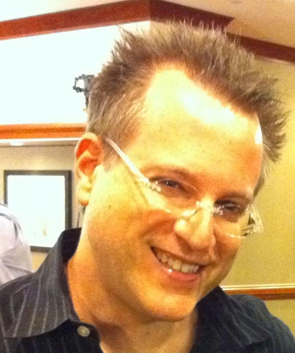 Бен Мезрич вже підрядився писати книгу про атаку Reddit на Wall Streat / Wikipedia