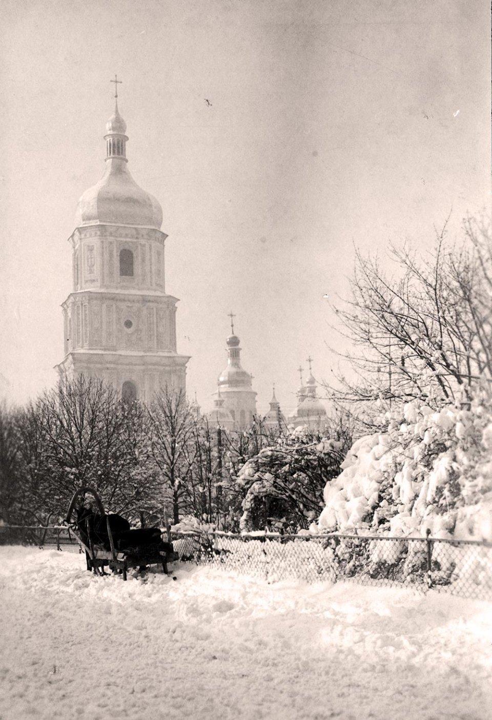 Снігові замети поблизу Софійського собору / oldcards.kiev.ua