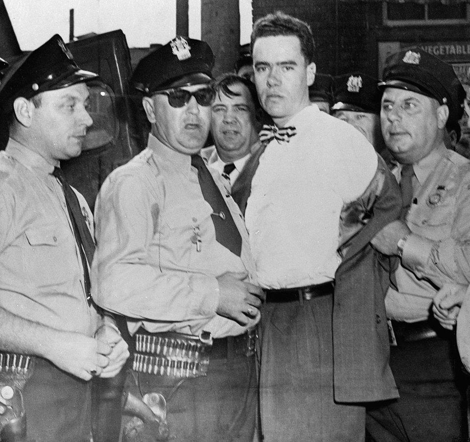 Говард Унру після затримання поліцейськими / Getty Images