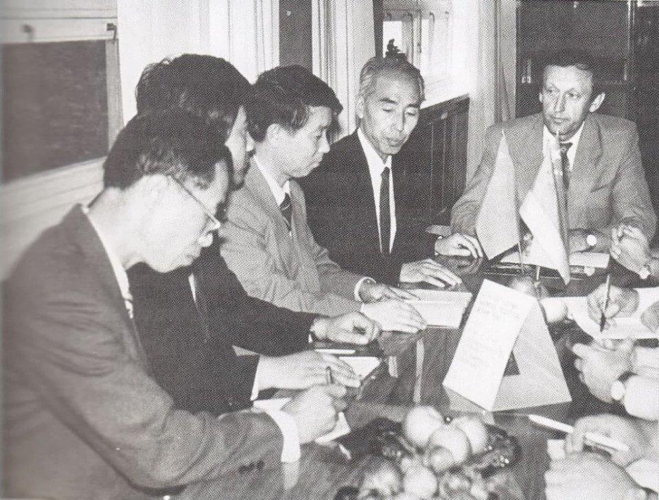 В'ячеслав Богуслаєв на переговорах з делегацією КНР. Запоріжжжя, 1989 рік / з книги «Неделимое небо Богуслаева», 2003 рік