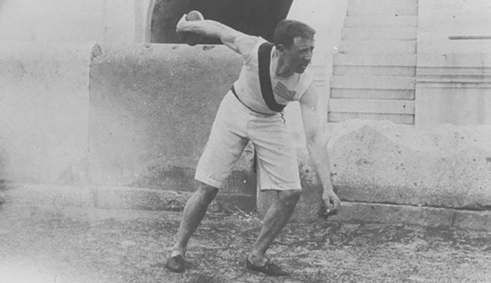 При метанні диску спортсменам давалося три спроби. Перші дві виявилися для Гаррета невдалими – він ледь не попав у глядачів, однак третьою встановив рекорд / Olympic.org