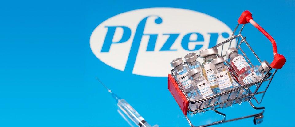 Україна уклала контракт на поставку вакцин Pfizer. Чому важливо, що він лише «рамковий», та коли ми насправді отримаємо вакцину